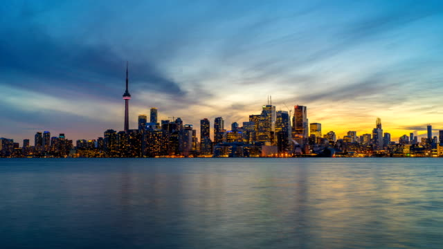 toronto skyline sunset time lapse day to night 4k 1080p logos entfernt - kanada stock-videos und b-roll-filmmaterial