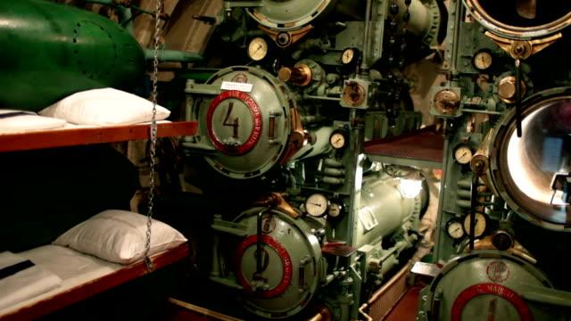 vidéos et rushes de torpille à bord du sous-marin - armement