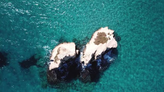 torre dell'orso, lecce, puglia, italy. aerial view of the sea and cliffs - lecce video stock e b–roll