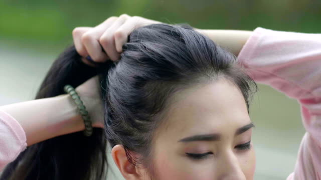 Tossing hair video