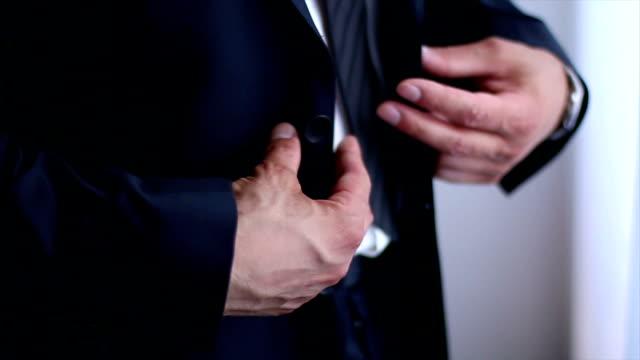 stockvideo's en b-roll-footage met totale mannelijke elegantie - men blazer