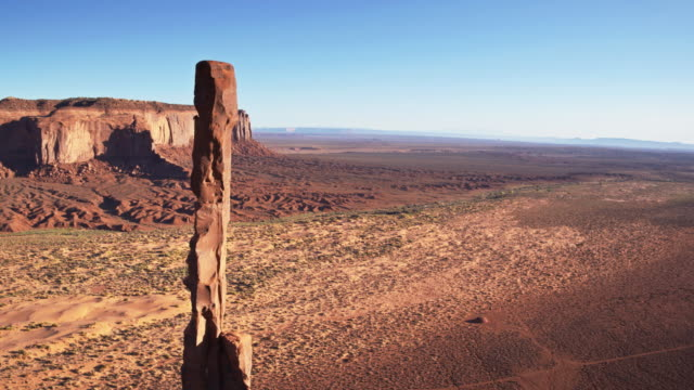 Totem Pole and Desert Road, Monument Valley - Drone Shot видео
