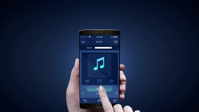berühren anwendung auf dem mobilen bildschirm, hören mobile musik, unterhaltung musik-player. 3d-symbolanimation. - musik stock-videos und b-roll-filmmaterial