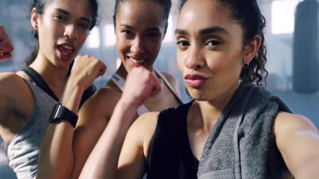 vídeos y material grabado en eventos de stock de mujeres difíciles - fuerza