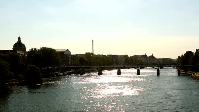 川沿いのパリのツアーエッフェル、タイムラプス ビデオ