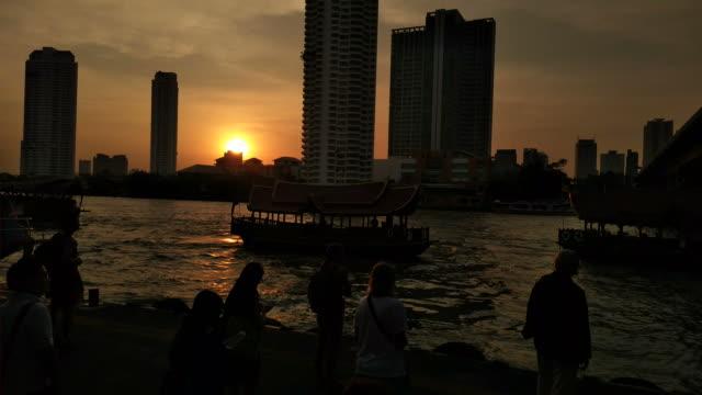stockvideo's en b-roll-footage met toeristische boot van de chao phraya express boot, een vervoer op de chao phraya-rivier - zuidoost