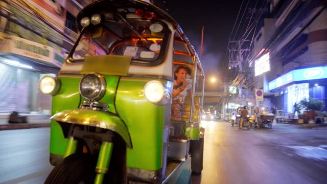 Touristisches Reiten Tuk Tuk in Bangkok 4K – Video