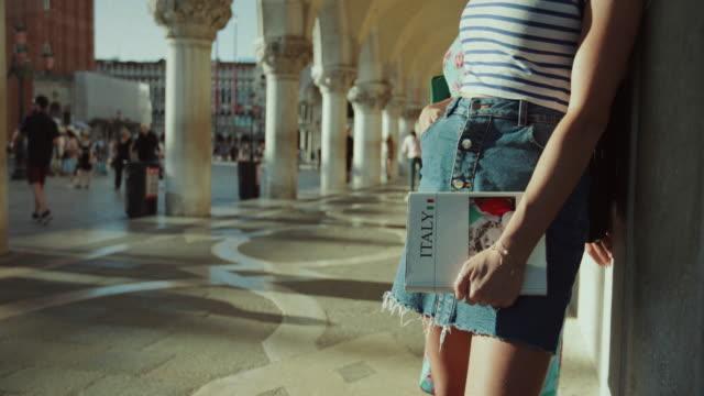 Tourist traveling women in Italy: Venezia