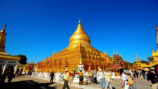 Tourist visiting Shwezigon pagoda in Bagan video