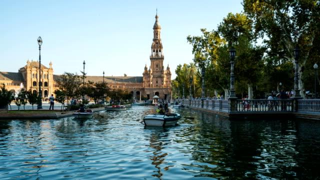 T/L Touristen zu Fuß zur Plaza de Espana, Sevilla, Spanien – Video