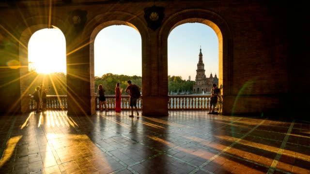 t/l turist gå på plaza de espana, sevilla, spanien - spain solar bildbanksvideor och videomaterial från bakom kulisserna