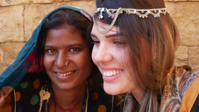 Tourist with an Indian gypsy girl, Jaisalmer, India video