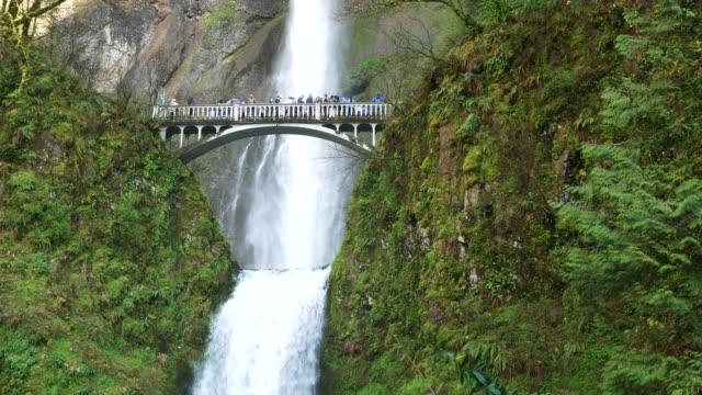 Tourists at Multnomah Falls in 4K