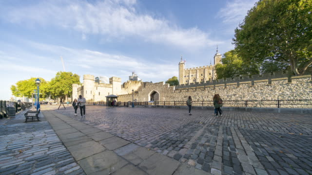 Tourists in front of Tower of London time lapse