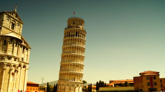 pisa, i̇talya: pisa, i̇talya pisa katedrali turist ziyaret edin. - pisa kulesi stok videoları ve detay görüntü çekimi