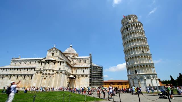 pisa i̇talya ziyaret turistler - pisa kulesi stok videoları ve detay görüntü çekimi