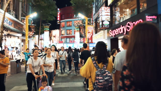 tourists walk and visit the crowded street in central of taipei. taiwan - ночной рынок стоковые видео и кадры b-roll