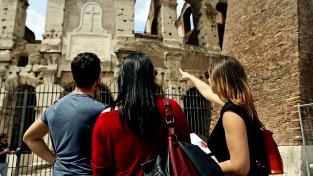 tourists with a guide in front of the coliseum, rome - turism bildbanksvideor och videomaterial från bakom kulisserna