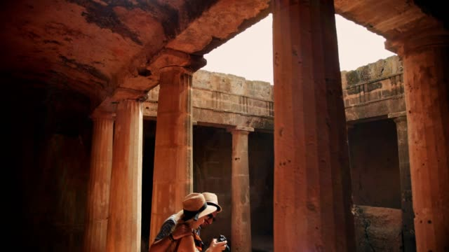 Tourists with camera taking photos of ancient monument in Greece Couple on summer holidays in Europe taking photos of Greek and Roman architecture archaeological site old ruin stock videos & royalty-free footage