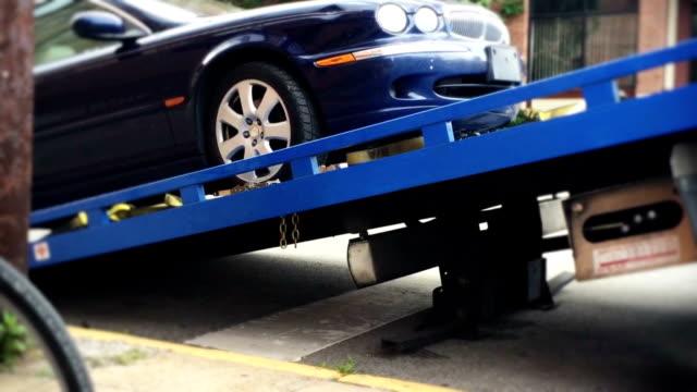 vídeos y material grabado en eventos de stock de camión de remolque - grúa