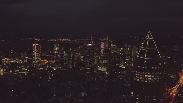 aerial: towards frankfurt am main, germany skyline at night with messeturm * big city, lights, skyscraper (4k) - francoforte sul meno video stock e b–roll