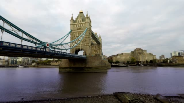 tower bridge and thames river, london, time lapse - victorian architecture stock videos & royalty-free footage