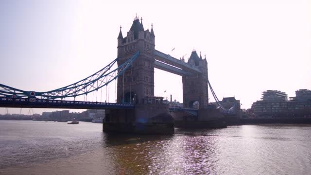 tower bridge in london - inghilterra sud orientale video stock e b–roll