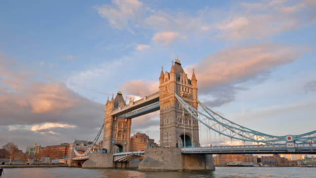 tower bridge sunset time-lapse london - victorian architecture stock videos & royalty-free footage