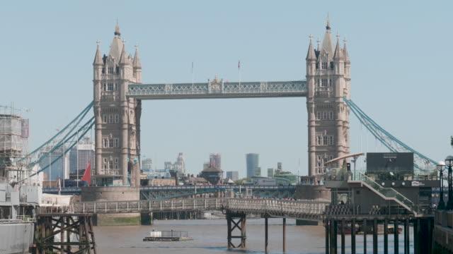 tower bridge - london bridge inghilterra video stock e b–roll