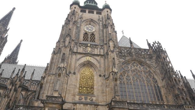 tower of metropolitan cathedral of saints vitus wenceslaus and adalbert  4k - gargoyle video stock e b–roll