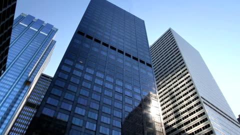 vídeos y material grabado en eventos de stock de torre de rascacielos travelling - paisaje urbano