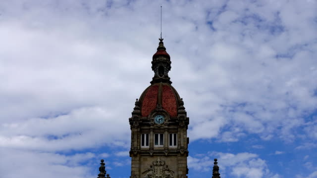 town hall on the plaza de maria pita. la coruna, spain. timelapse. - chleb pita filmów i materiałów b-roll