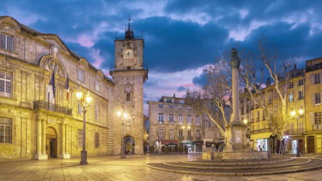 vidéos et rushes de place de l'hôtel de ville au crépuscule à aix-en-provence, france - aix en provence