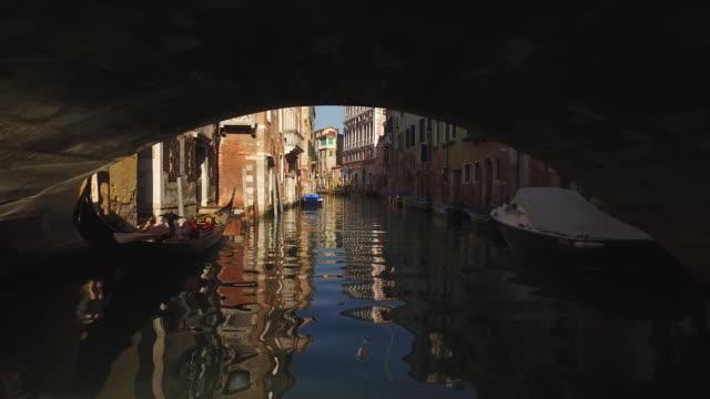 vídeos y material grabado en eventos de stock de ciudad de venecia en italia - estrecho