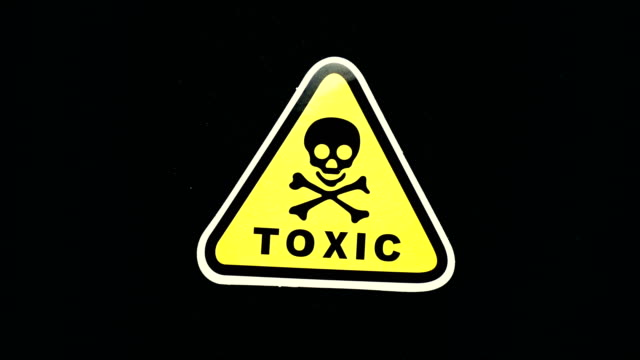 giftiges warnschild worttext - giftstoff stock-videos und b-roll-filmmaterial