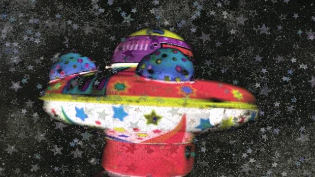 おもちゃufoおもちゃスピニング - ソーサー点の映像素材/bロール