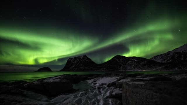 tracking shot: northern lights - aurora borealis in norway - aurora boreale video stock e b–roll