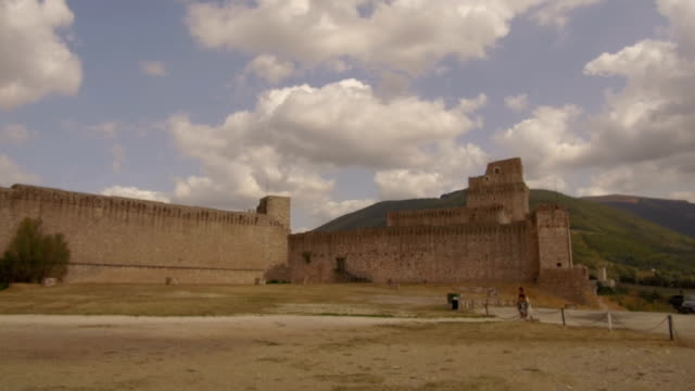 tracking shot Rocca Maggiore, Assisi video