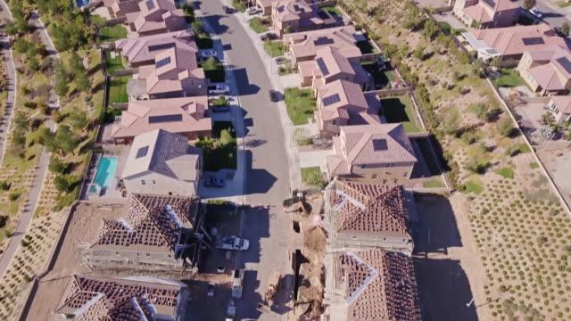 vídeos y material grabado en eventos de stock de construcción de vivienda de la zona - vista aérea - imperfección