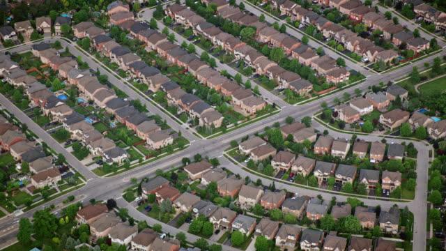 aerial tract housing in burlington, ontario - онтарио канада стоковые видео и кадры b-roll