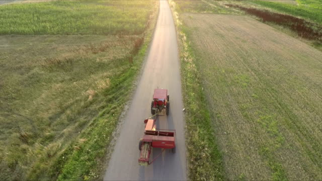Tractor transportation of the hale bales video
