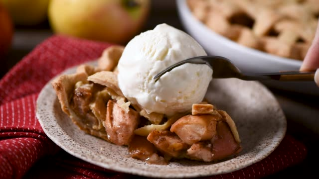 Traditional american apple pie with ice cream