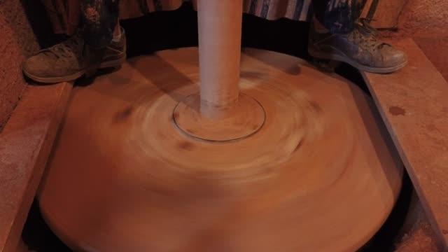 vídeos de stock, filmes e b-roll de produção de cerâmica tradicional e manual - cerâmica artesanato