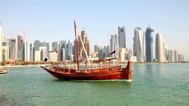 vidéos et rushes de des boutres arabes de doha.  qatar - doha