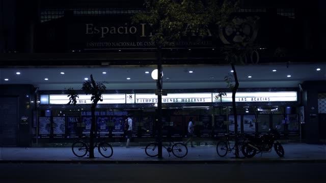 vídeos y material grabado en eventos de stock de cine tradicional en buenos aires (argentina). - señalización vial