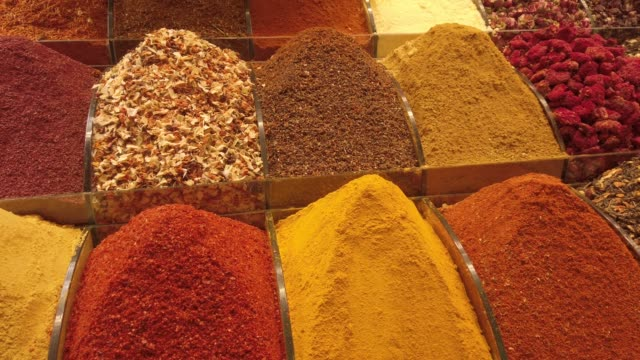 vídeos de stock e filmes b-roll de traditional spice shop in an old bazaar in turkey - organismo vivo