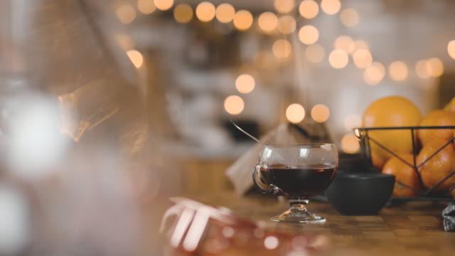 vídeos de stock, filmes e b-roll de tradicional sueca glögg mulled vinho cinemagraph - decoração