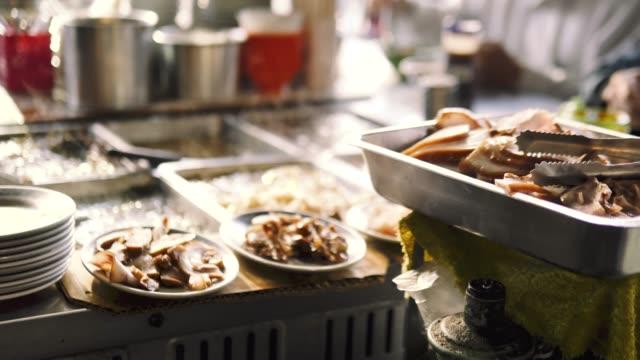 stockvideo's en b-roll-footage met traditionele gerechten van de straat van taiwan. - foodtruck