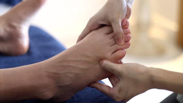 traditional thai reflexology foot massage video