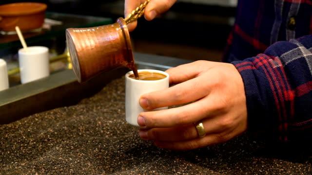 caffè turco tradizionale - cultura turca video stock e b–roll